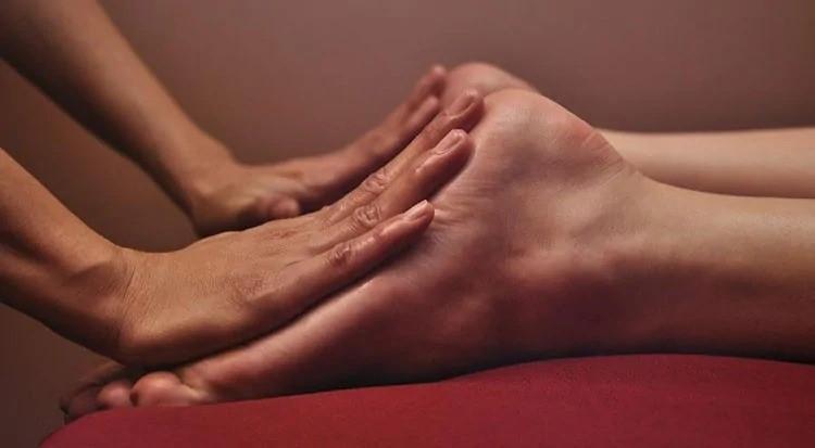 Эротический массаж ног в салоне Эгоист